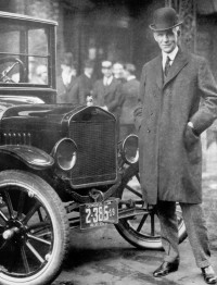 Henry-Ford-next-to-Model-T-1921